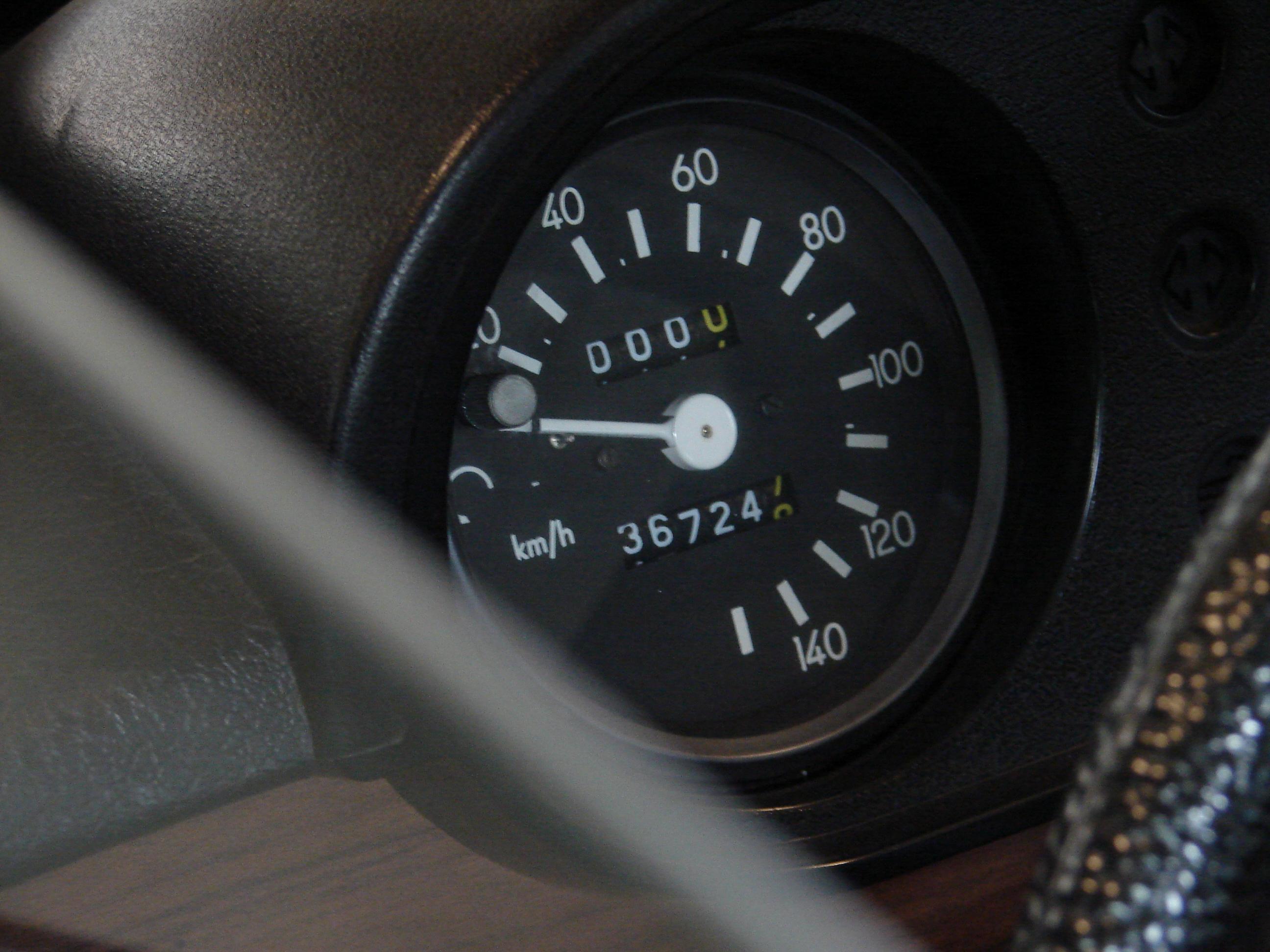 Tachometer eines Wartburg Oldtimers als Inspiration für eine Herrenuhr