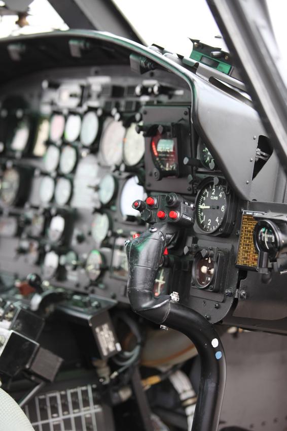 Blick in ein Flugzeug Cockpit