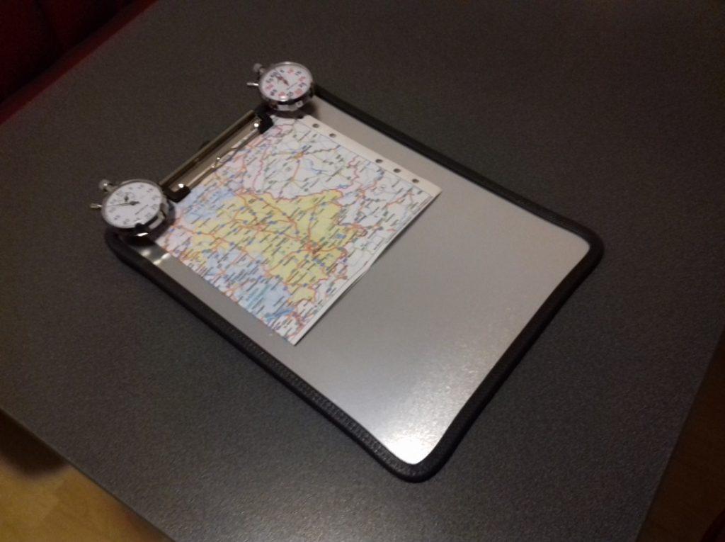 Wartburg Rallye Board mit Stoppuhren und Karte