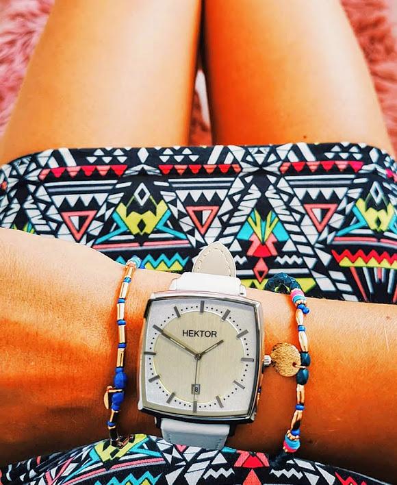 Hektor Monitor Unisex Armbanduhr am Arm einer schönen Frau